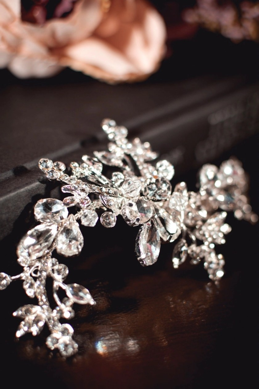 Cosette - classic diamante bridal hair comb with large diamantes closeup