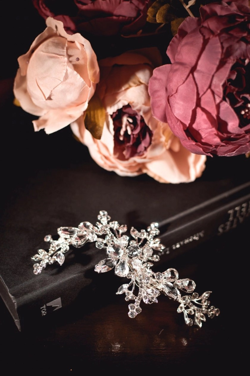 Cosette - classic diamante bridal hair comb with large diamantes closeup TLH3095