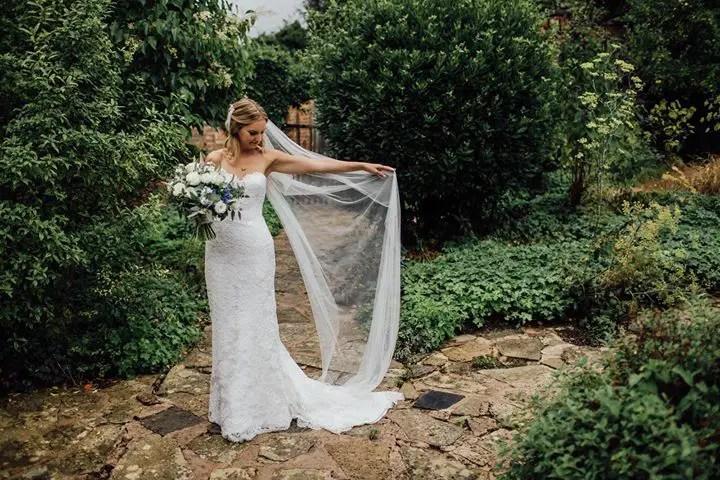 Long veil on bride Katie