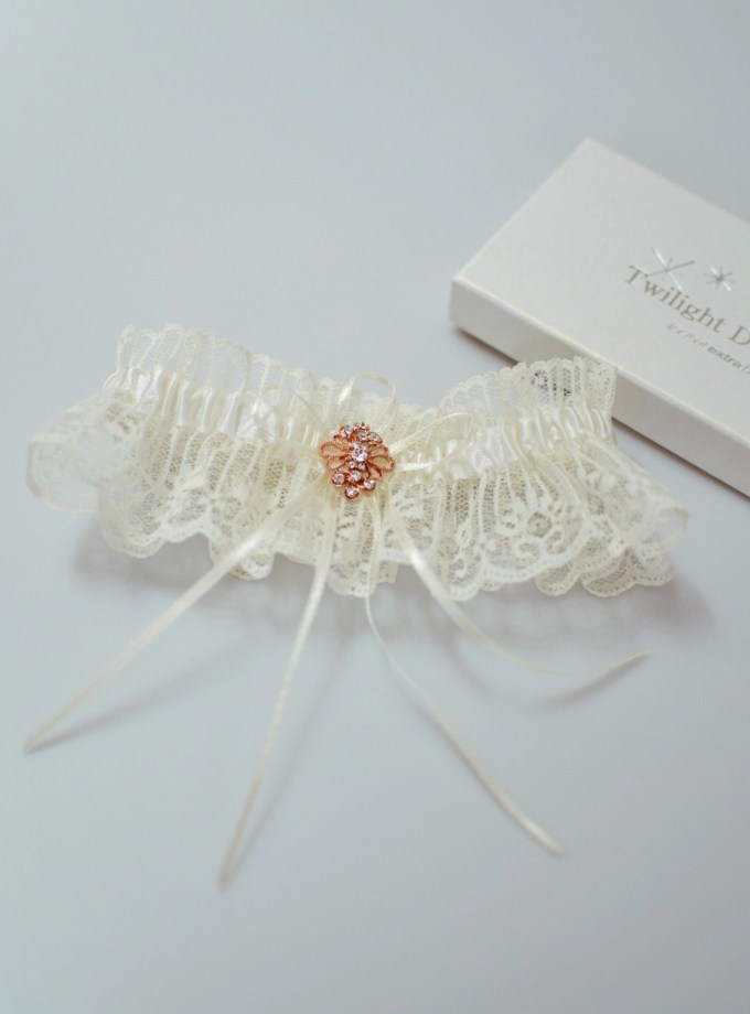 Gorgeous ivory lace bridal garter with rose gold brooch flatlay TLG516