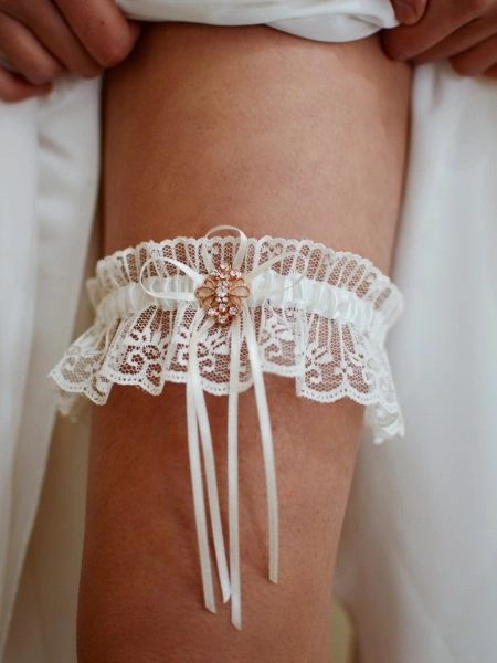 TLG516 – Gorgeous ivory lace bridal garter with rose gold brooch