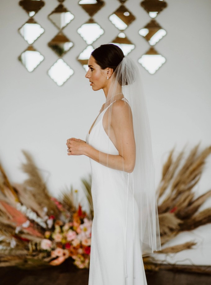 Tina - one tier plain cut edge wedding veil in fingertip length