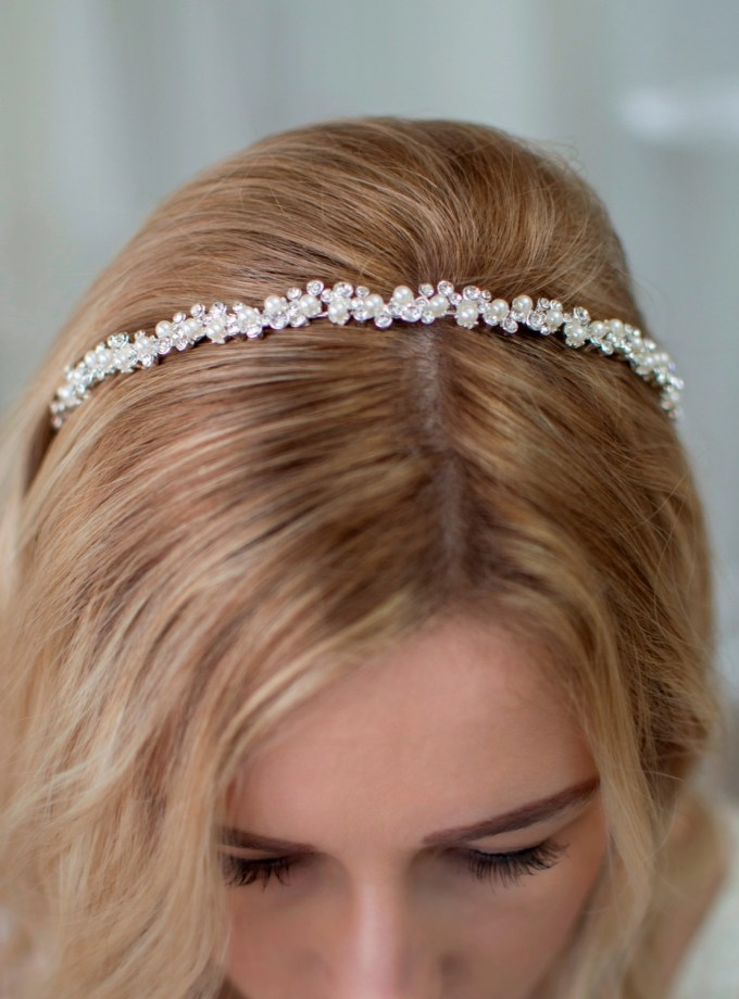 lt656 wedding headband with pearls on model