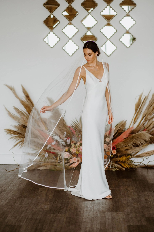Caroline - single layer floor length veil with satin edging