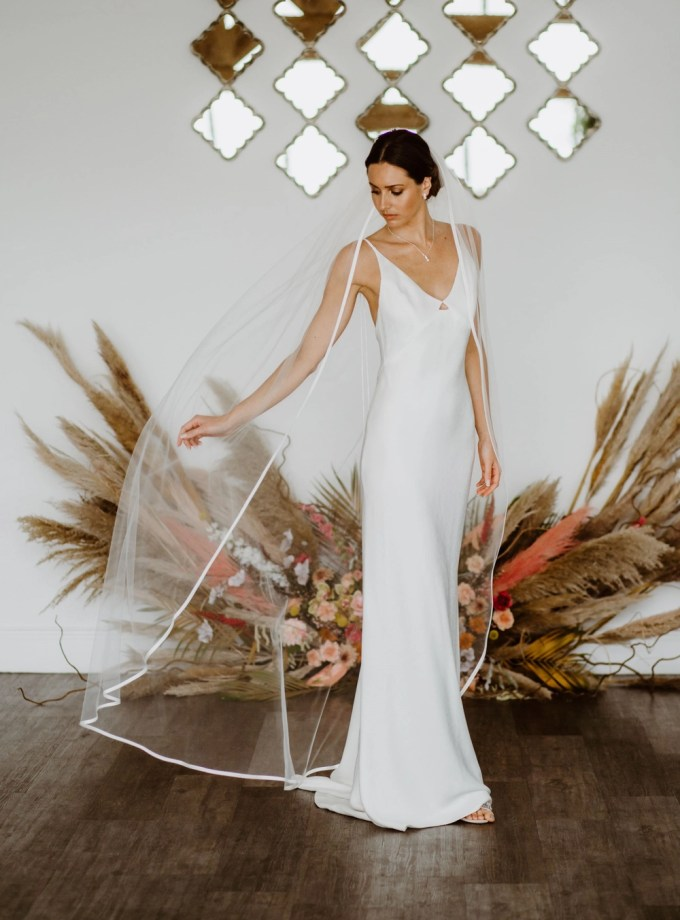 Caroline - single layer floor length veil with satin edging