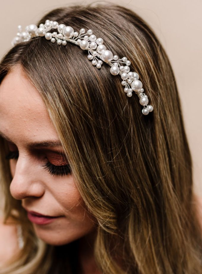 ar611 pearl headband on model