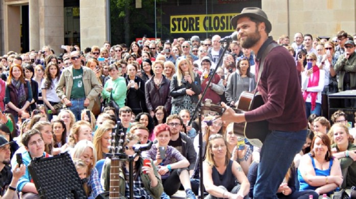 Busking and Bronzing, what more could you want from a city centre location? Image: stv.tv