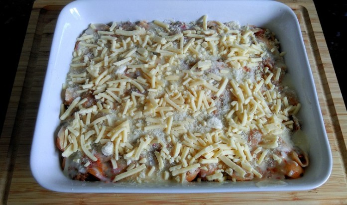 Top the pasta with white sauce & cheese