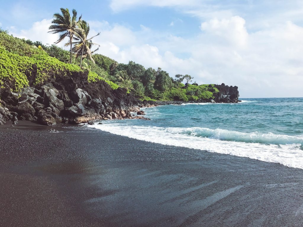 Black Sand Beach, Road to Hana, Flytographer, Maui, Hawaii, Honeymoon, Maui Things to Do, Maui Places to Eat, Maui Newlyweds, Maui itinerary #maui #travelblog #traveltips