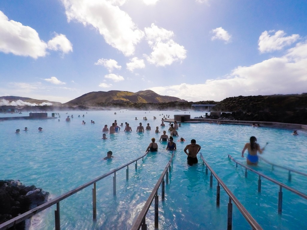 Blue Lagoon, Iceland, Blue Lagoon Tips, Trip to Blue Lagoon, Things to Know Blue Lagoon, Blue Lagoon Photos, When to go to Blue Lagoon, Blue Lagoon Crowds #BlueLagoon #Iceland #travelblog