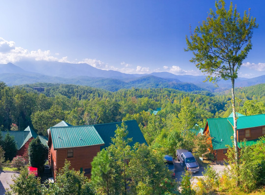 5 Reasons Every Family Needs to Rent a Cabin in Gatlinburg, TN // Places to Stay in Gatlinburg, Things to Do in Gatlinburg, Gatlinburg Cabins, Budget-Friendly Gatlinburg, Family Vacation, Family Vacation Ideas, #travelblog #Gatlinburg #FamilyVacation