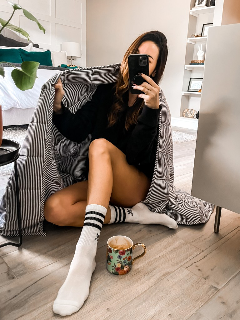 Girl sitting with weighted blanket and coffee, best gifts for the home, mirror selfie