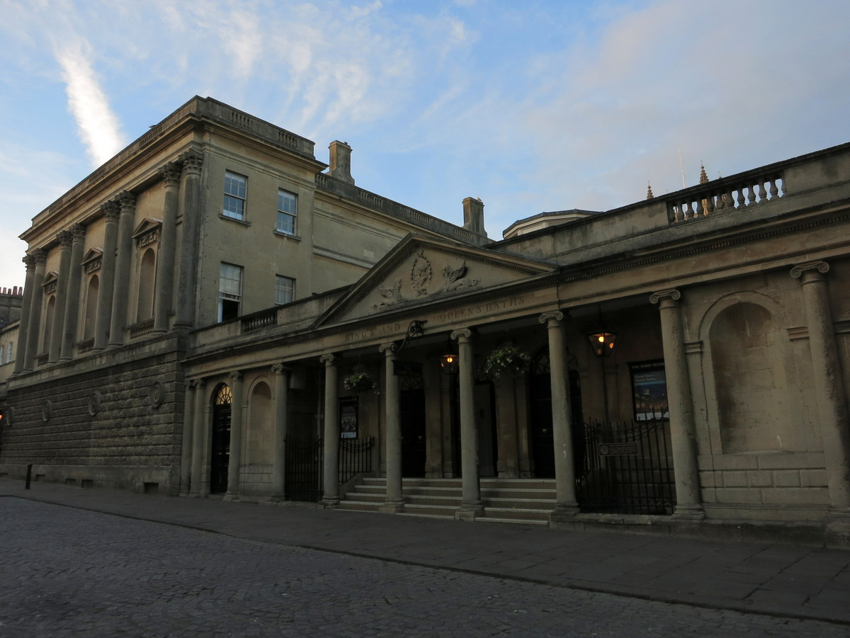 Weekend in Bath: Things To Do: Bath is a lovely Georgian city in England with history back to ancient times. Let's pop in for a weekend and explore this beautiful town.