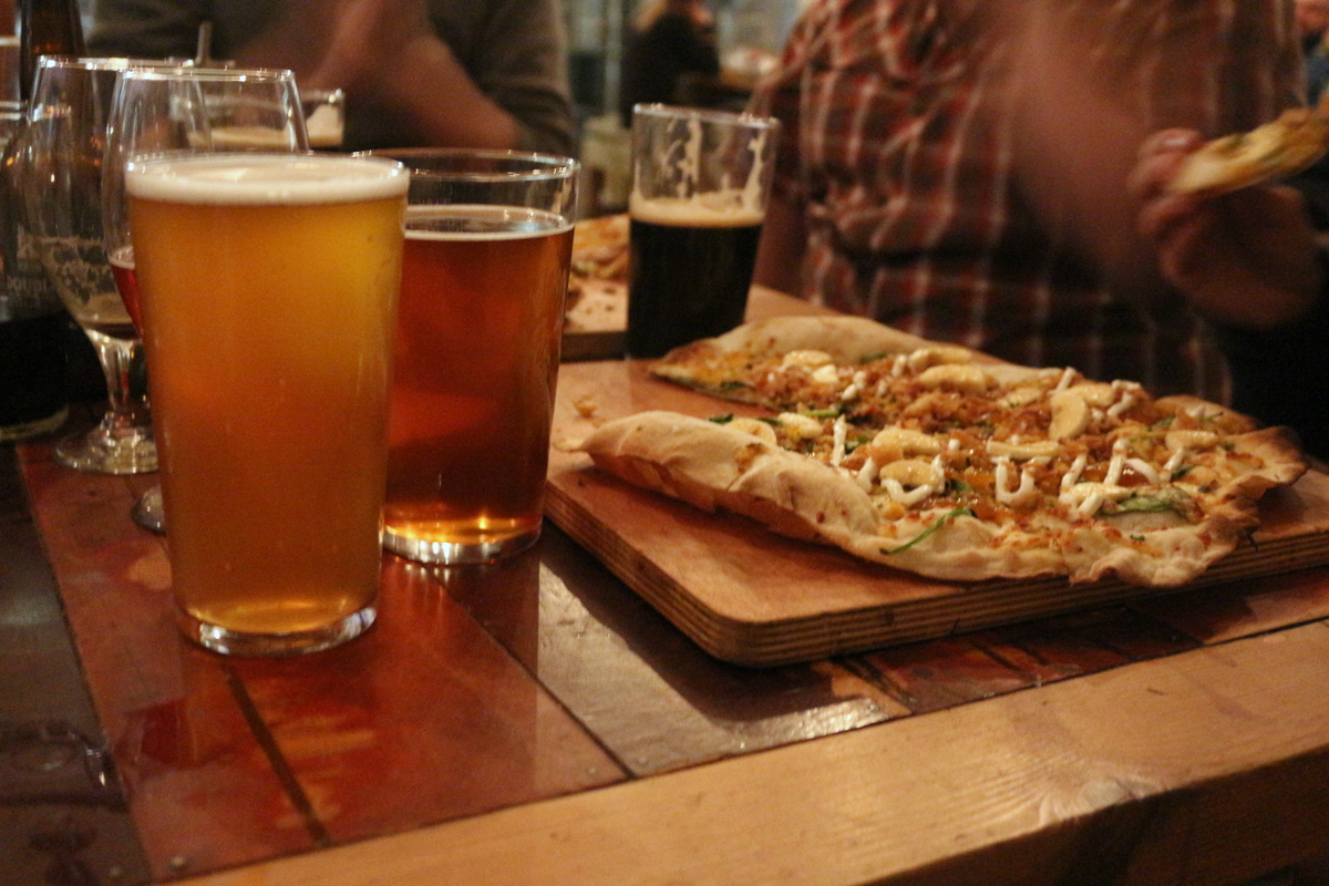 3 Cool Craft Beer Spots in London- crate brewery pizza