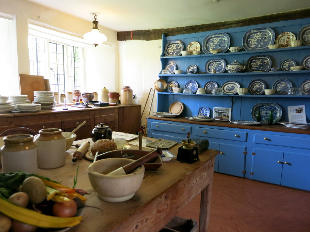Avebury Manor - visit a living museum