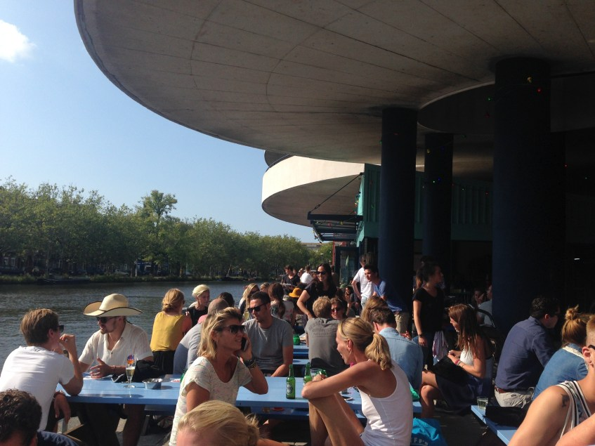 When summer comes to Amsterdam this pretty city really shines! Here are seven fun things to do on one of those cheerful sunny summer days in Amsterdam.