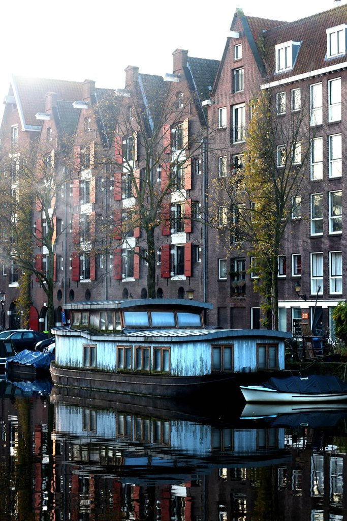 10 Cities to Live on a Houseboat - Urban Floating Home Communities in Europe and USA