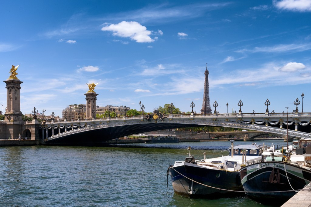 10 Cities to Live on a Houseboat - Floating Home Communities :: Paris