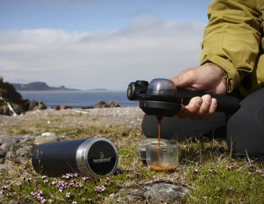 Handpresso - Ditch your Senseo or Nespresso! Let's make coffee without an electric machine! Yes, you can make coffee without electricity.