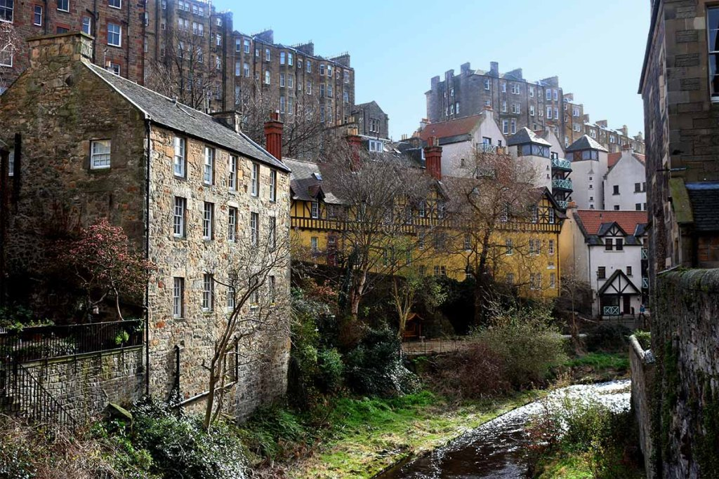 5 Cheap Last-Minute New Years Getaways in Europe : Edinburgh