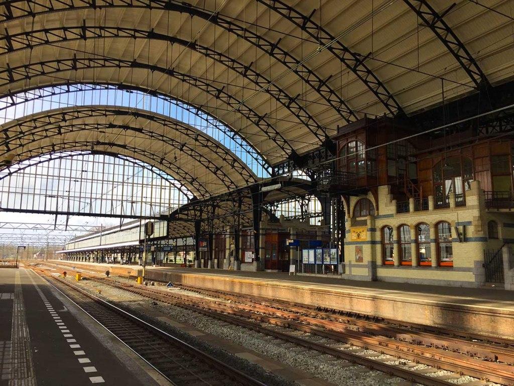 Best Travel Affiliate Programs for Travel Bloggers & Websites 2018