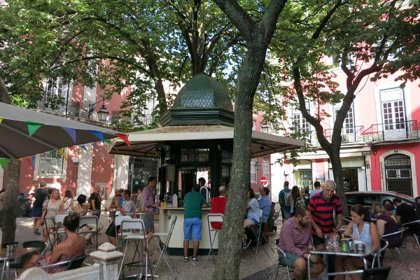 The Weekend Guide to Lisbon - Fun things to do in Lisbon + places to eat & sleep - lisbon quiosques