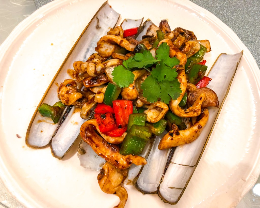 Things to Eat in Hong Kong: Razor clams with peppers in black bean sauce at Loaf On in Sai Kung | TheWeekendJetsetter.com