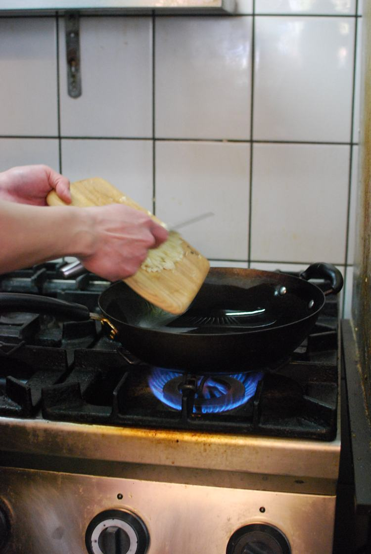 Heat the oil in a wok or frying pan, and add the garlic once the oil is hot enough.
