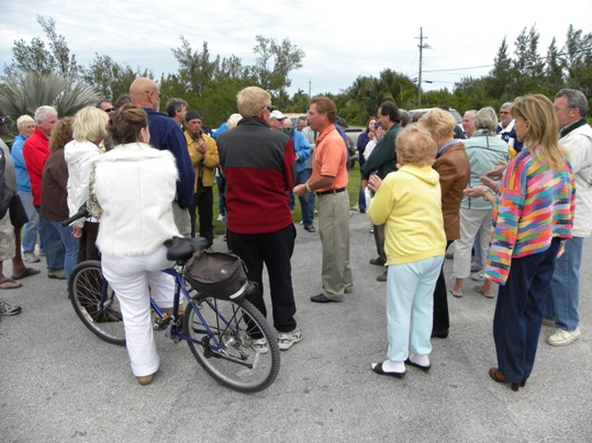 Residents meet with city officials