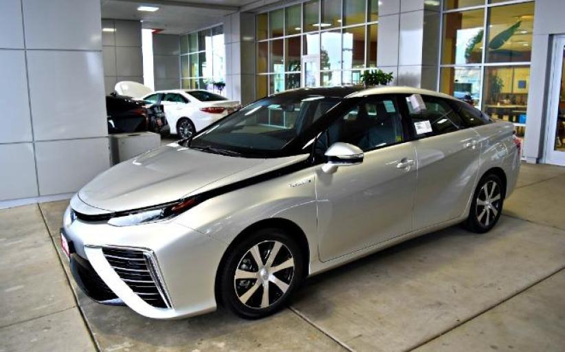 Commentary: Can fuel cell vehicles thrive?