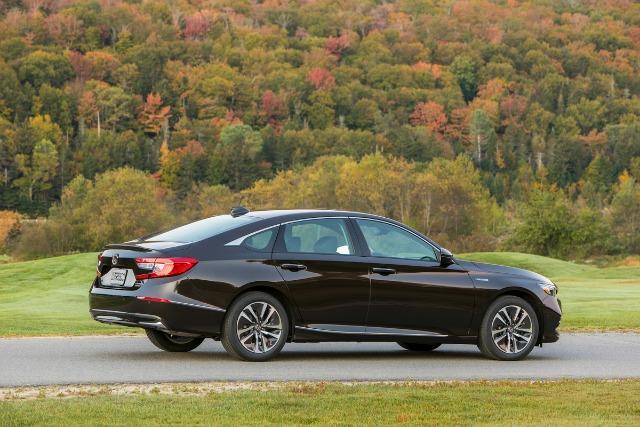 PREVIEW: 2018 Honda Accord Hybrid, priced lower 1