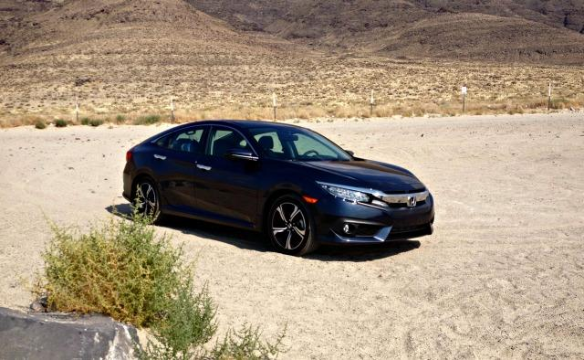 The 2016 Honda Civic has a sleek news exterior style.