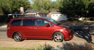 The 2015 Toyota Sienna has a refreshed exterior design.