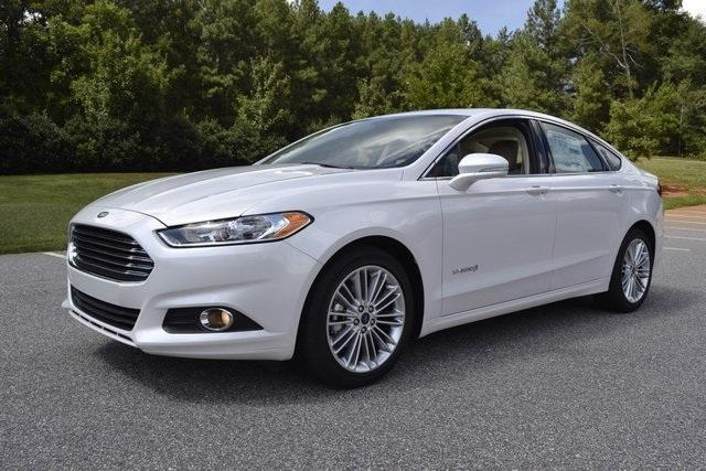 2014 Ford Fusion Hybrid: Green Car of the Year