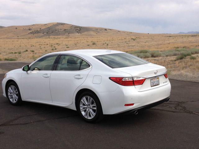 The 2015 Lexus ES 350 is upscale equivalent of the Toyota Avalon.