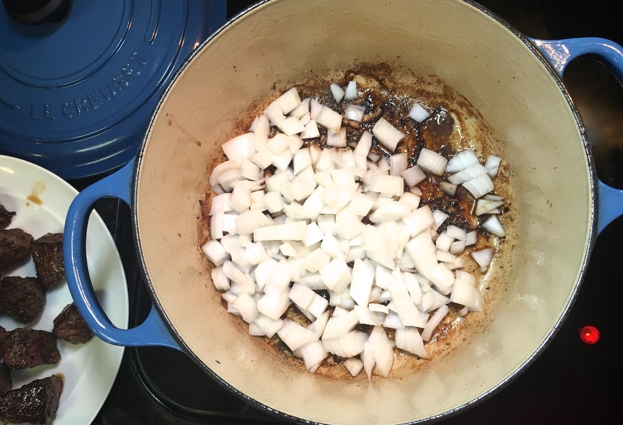 deglazing a dutch oven with onions