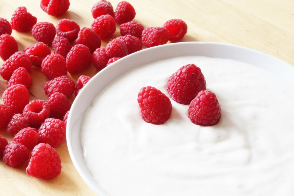 yogurt and raspberries