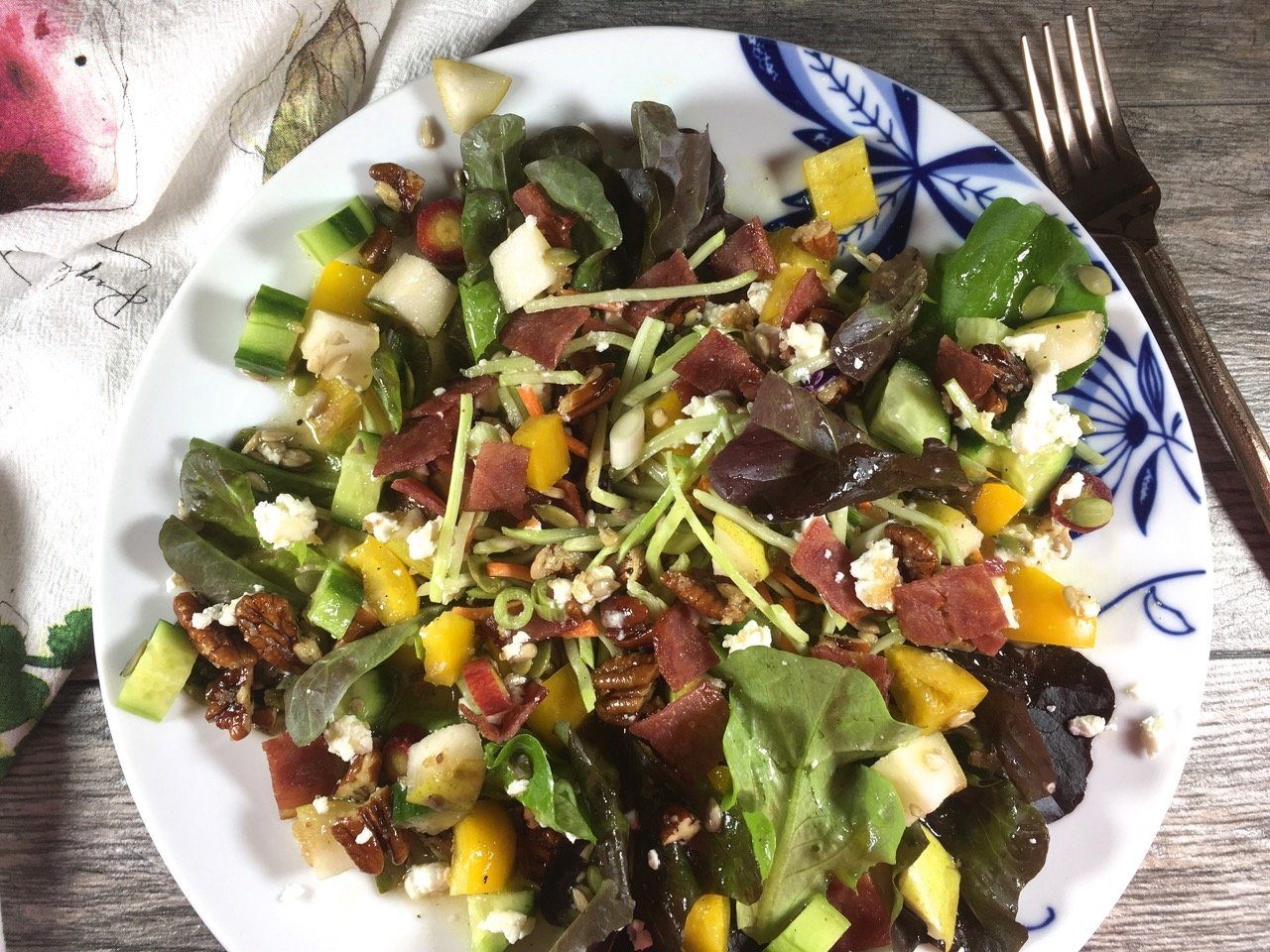 Seasonal salad with pears, goat cheese, pecans and turkey bacon