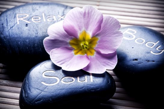 You are currently viewing Healing energies, the link between a hot stone massage and Hawaii