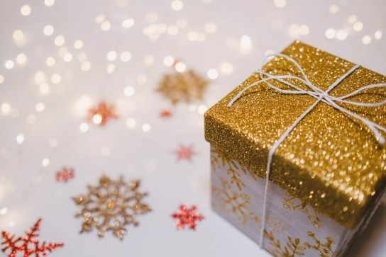 Let's Gift the Gift of Being Present: 4 Tips to Enjoy the Holiday Season