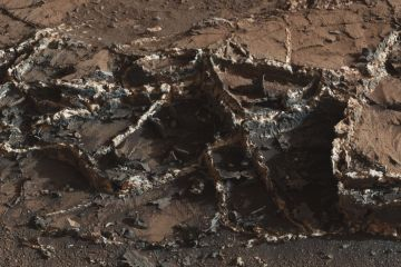 Mars surface reveals ice cream sandwiches like mineral surface