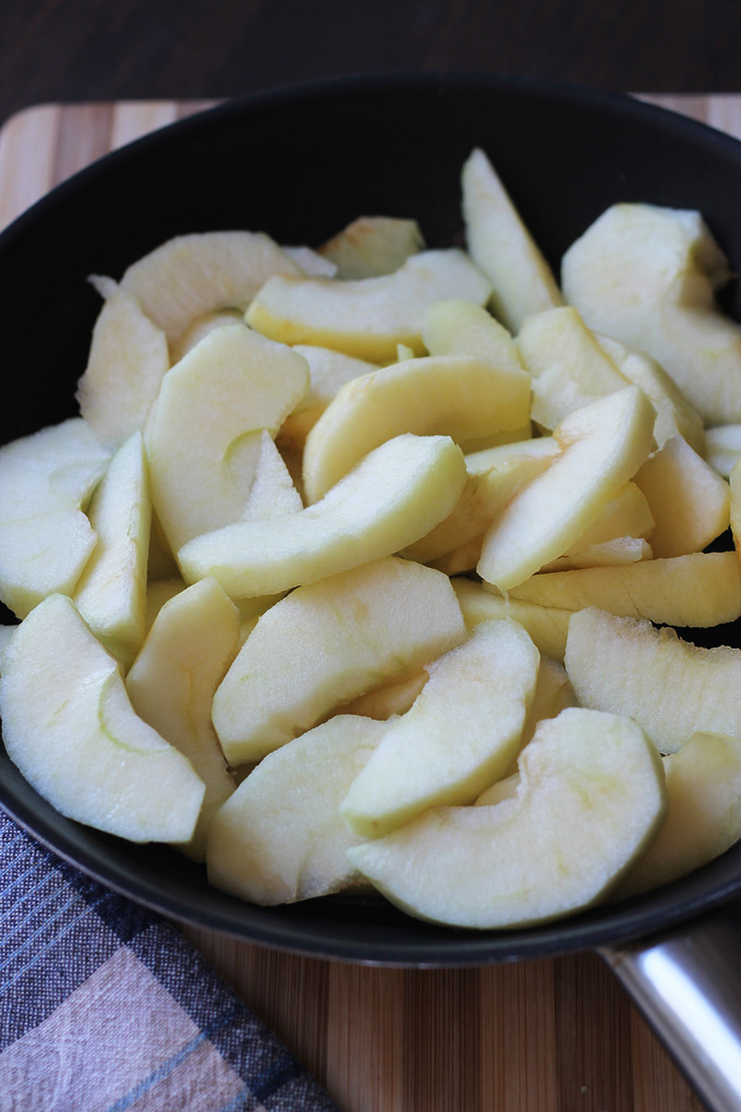 Apple-Slices-in-pan