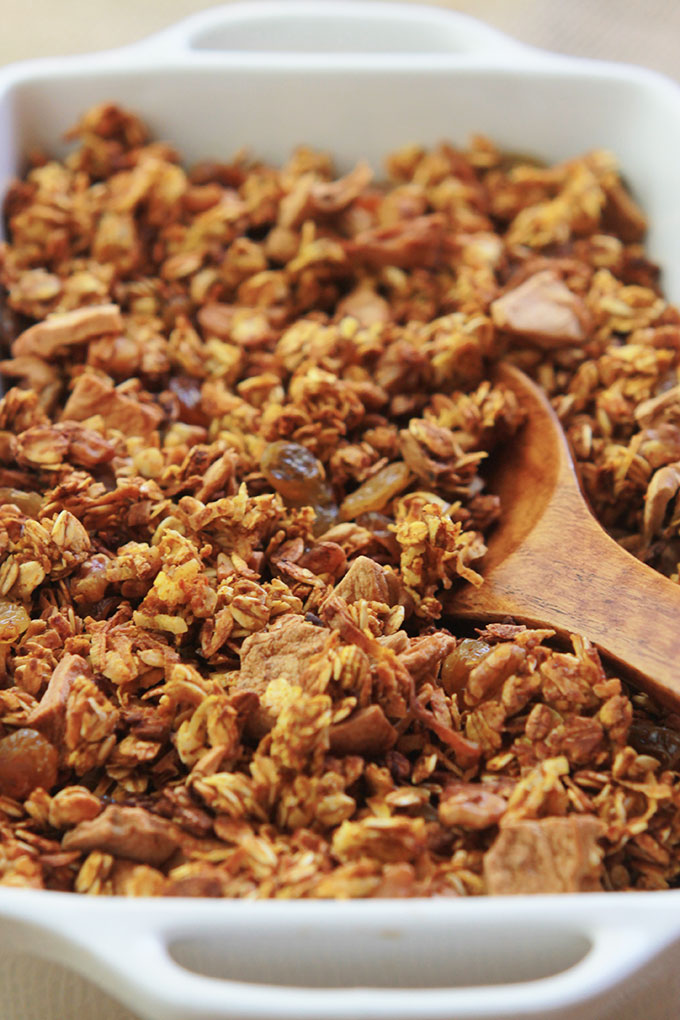 Pumpkin Apple Cinnamon Granola-Crunchy and delicious flavors of fall, sweetened with maple syrup and packed with nutritious goodness.