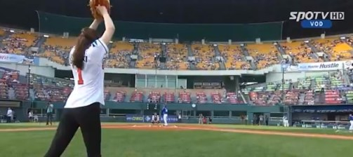 gymnast-shin-soo-ji-first-pitch-doosan-bears