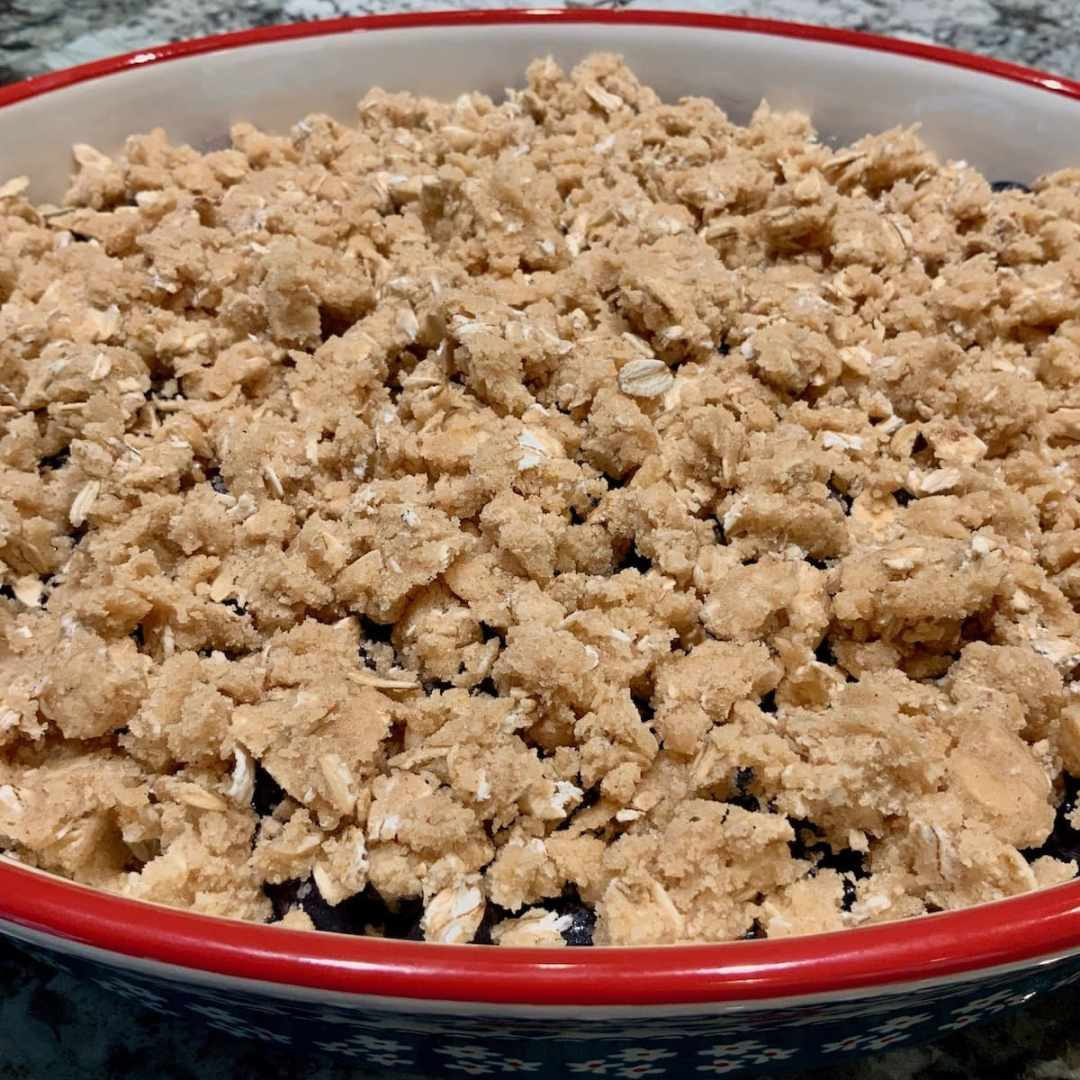 how to distribute crumble topping