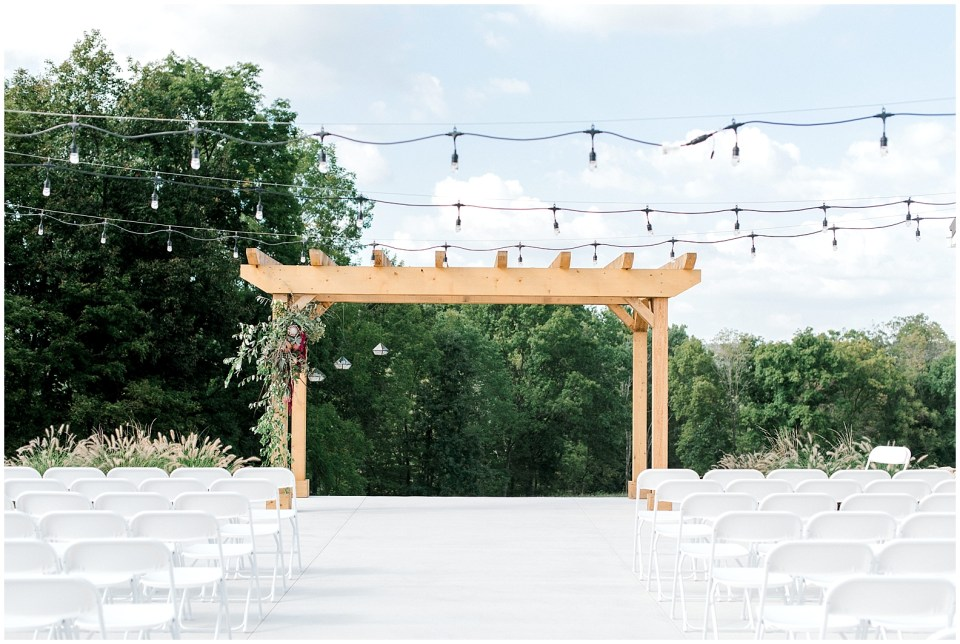 The Wilds wedding and event venue offers indoor and outdoor ceremony and reception options. A modern, elegant farmhouse wedding venue for the modern bride.