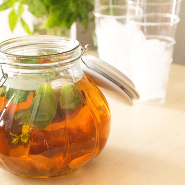 how to make sun tea with herbs and fruit