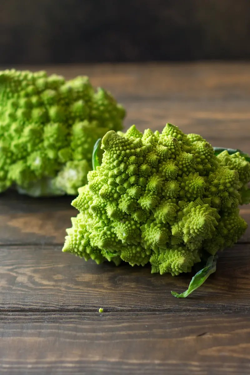3 easy ways to make romanesco -- cauliflower & broccoli's healthy veggie cousin PLUS a vegan pasta recipe for a healthy vegetarian dinner.