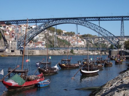 Boats down on the Douro river