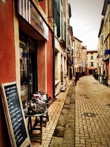 cobblestoned street in St. Chinian